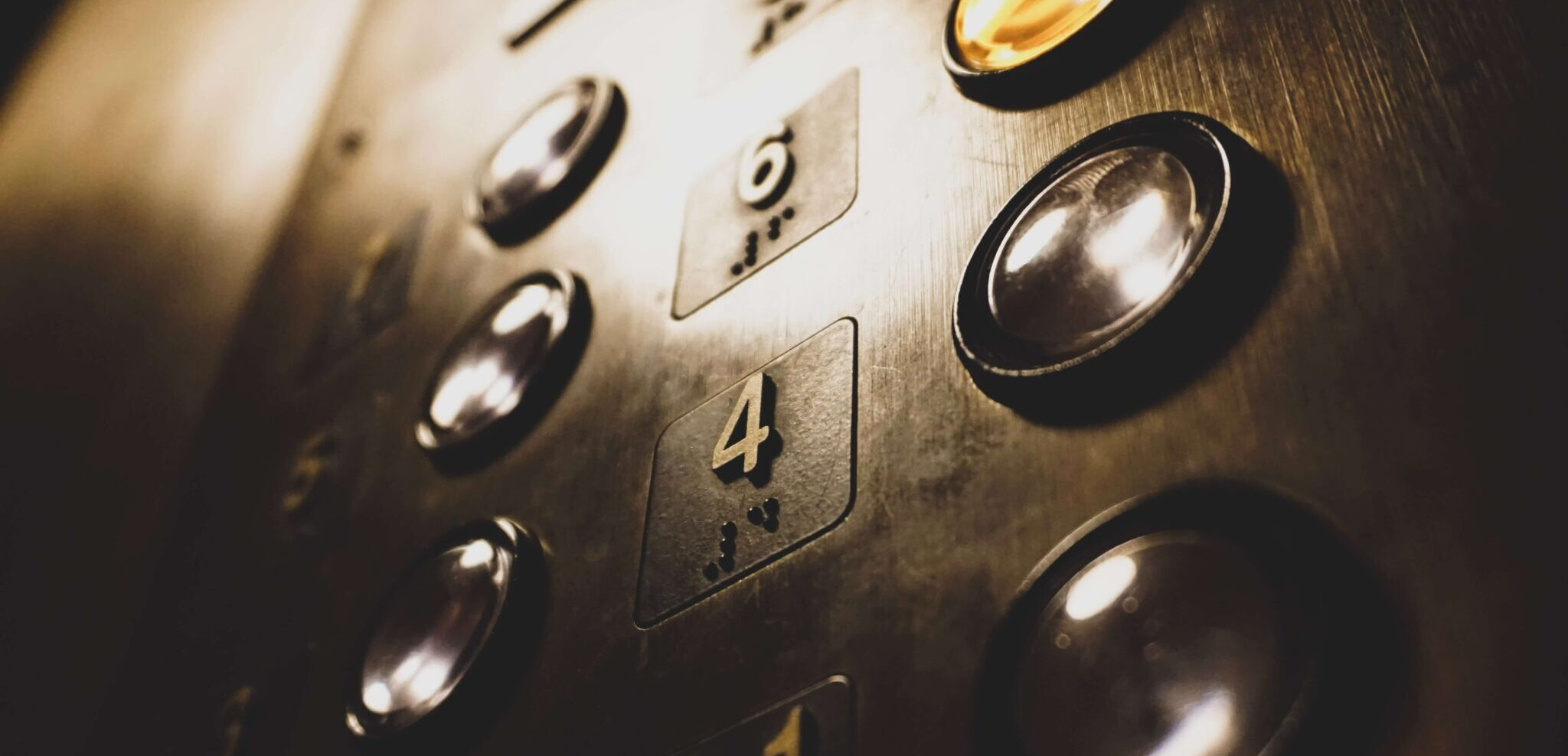 An elevator button with the fourth floor.